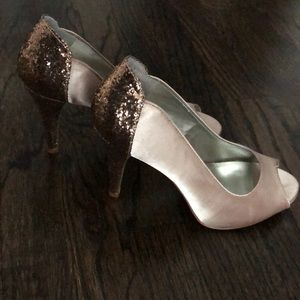 Beige and gold glitter heeled pumps (NEW)